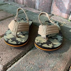 Camo Toddler flip-flops - Size 5/6 Like New